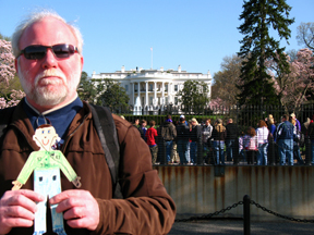 Uncle Tommy and Flat Nicholas pose before the White House. President Obama didn't come out to say hello.